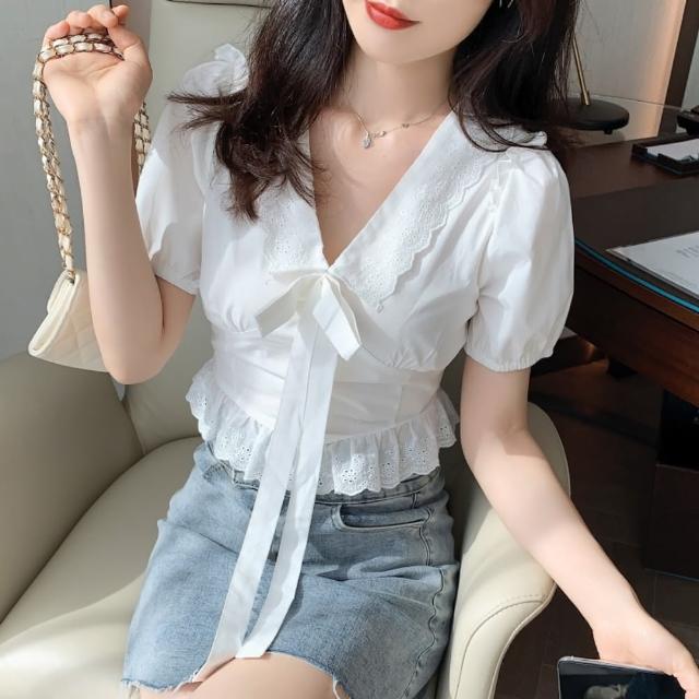 【白色戀人】鏤空花邊大V領甜美蝶結泡泡袖上衣S-2XL