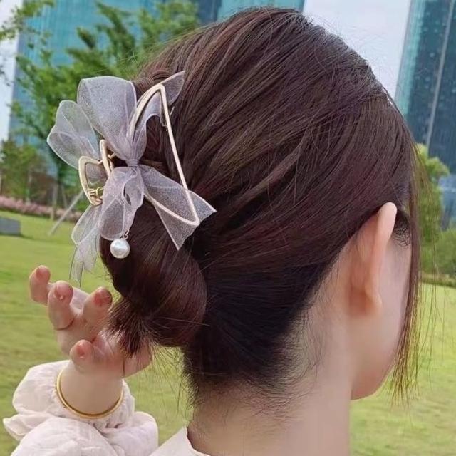 【Emi 艾迷】法式唯美氣質網紗蝴蝶結珍珠垂墜抓夾髮夾