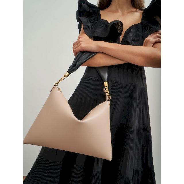 【CHARLES & KEITH】柔軟薄型肩背包-共兩色