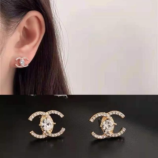 【Emi 艾迷】小香風內鑲美鑽雕琢C字925銀針耳環