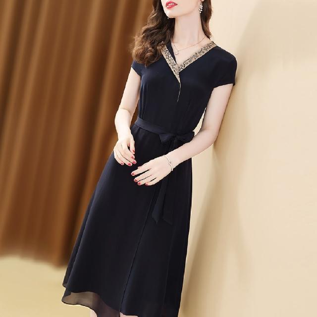 【FQ 時尚天后】Y字小黑花刺繡黑色雪紡綁帶洋裝(S-2XL)