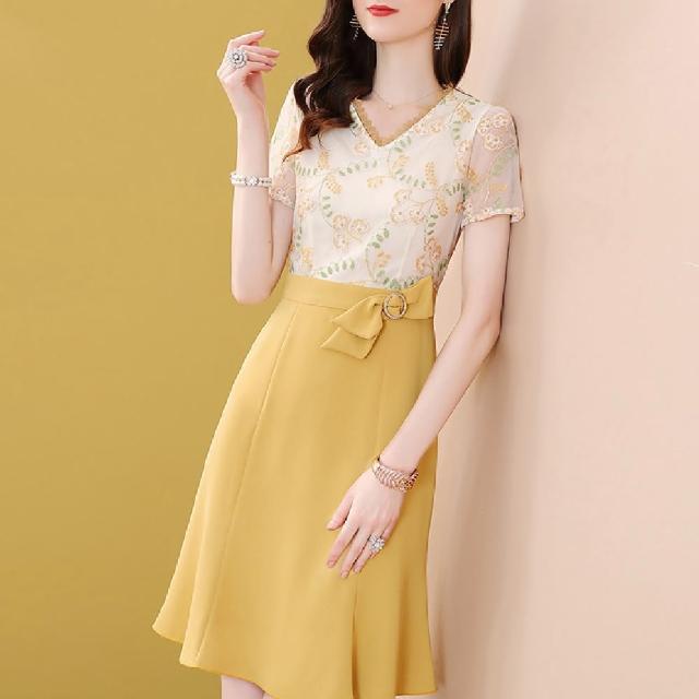 【FQ 時尚天后】花苞綠葉刺繡腰鑽鵝黃包臀洋裝(S-2XL)