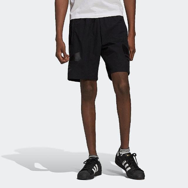 【adidas 愛迪達】短褲 男款 運動 健身 慢跑 三葉草 黑 HA2483