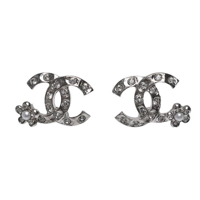 【CHANEL 香奈兒】經典雙C LOGO水鑽鑲飾花朵點綴造型穿式耳環(金AB6932-ARG)