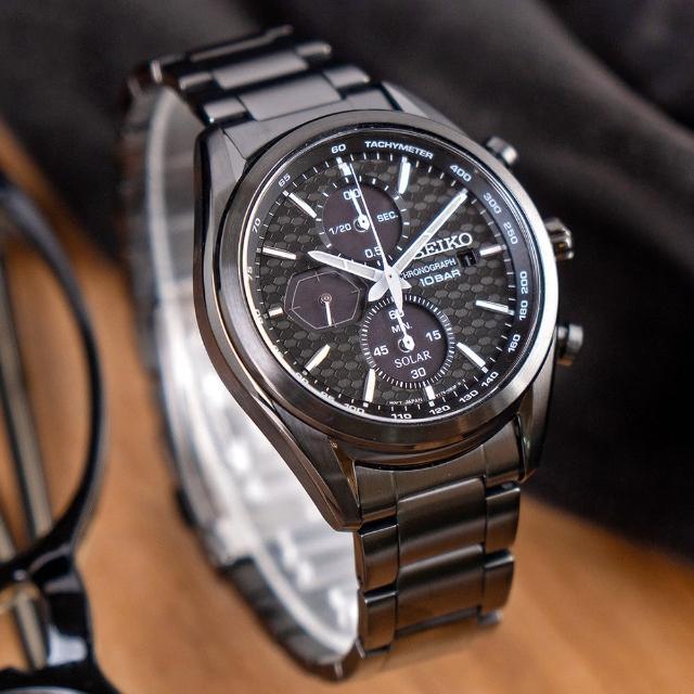 【SEIKO 精工】喬治亞羅設計太陽能三眼計時不鏽鋼腕錶/黑x銀針 男錶(SSC773P1_M)